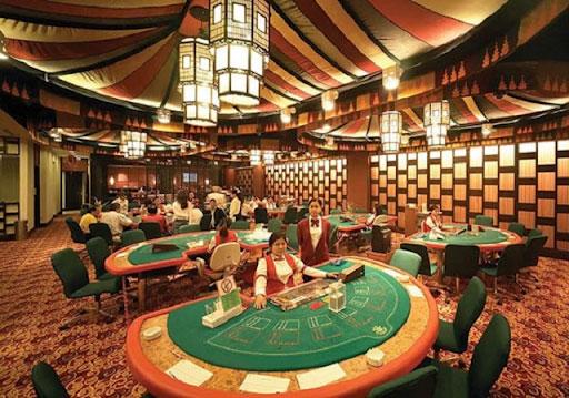 Bên trong Casino này có đầy đủ các trò chơi ăn tiền