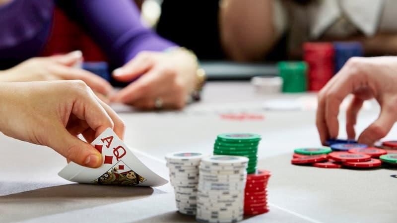 Lựa chọn của người chơi qua các vòng cược Xì Tố