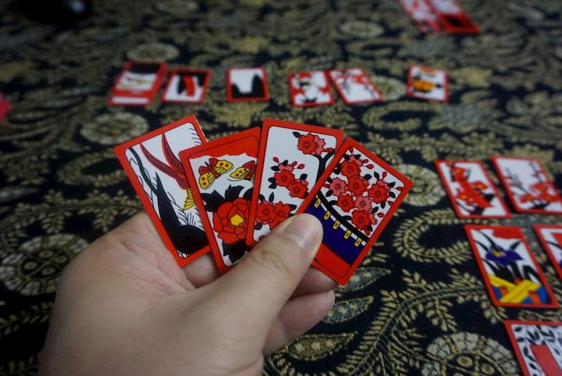 Người chơi sẽ giành được nhiều lợi thế khi nhớ bài của đối thủ